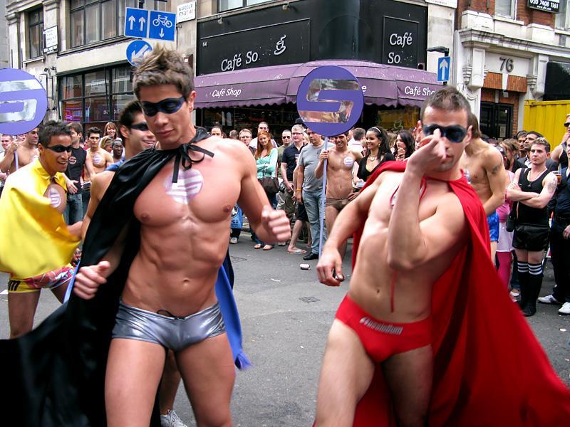 Радужный флаг спартака и торпедо замечен на гей-параде в лондоне