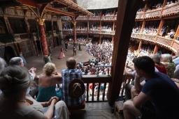 letne-sezona-shakespeares-globe-3.jpg